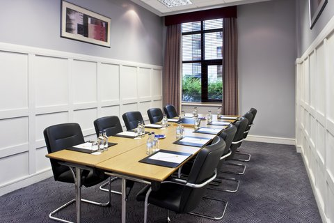 Crowne Plaza DUBLIN - NORTHWOOD - A small and bright meeting room ideal for meeting with colleagues