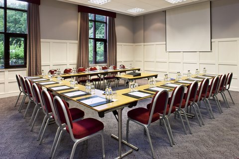 Crowne Plaza DUBLIN - NORTHWOOD - An attractive modern meeting room perfect for meeting with clients