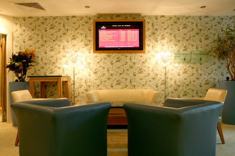 Crowne Plaza DUBLIN - NORTHWOOD - A snug pre-function area ideal for small meetings with colleagues