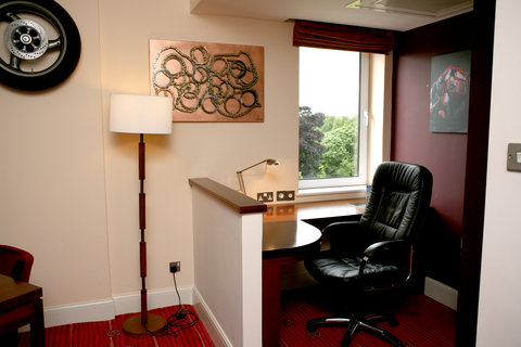 Crowne Plaza DUBLIN - NORTHWOOD - Make good use of this very practical desk and chair room feature