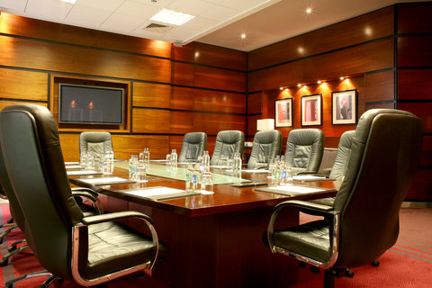 Crowne Plaza DUBLIN - NORTHWOOD - The elegant functional executive boardroom in Crowne Plaza Dublin
