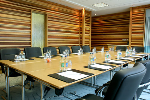 Crowne Plaza DUBLIN - NORTHWOOD - A practical and bright meeting room to meet with clients