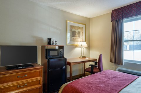 Comfort Inn Auburn - Guest room with two beds