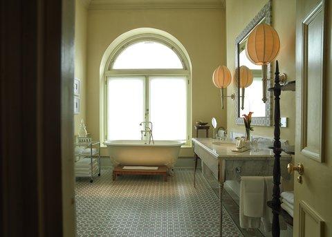 Rocco Forte Balmoral Hotel - The Balmoral - Scone   Crombie Suite Bathroom