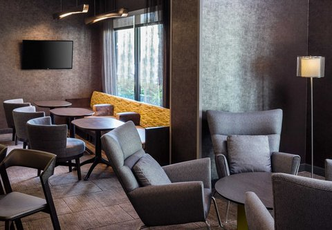 SpringHill Suites Bakersfield - Lobby Seating Area