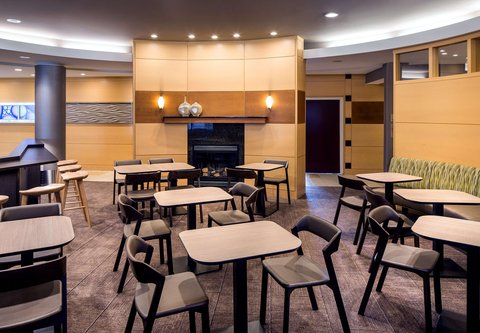 SpringHill Suites Bakersfield - Breakfast Seating Area