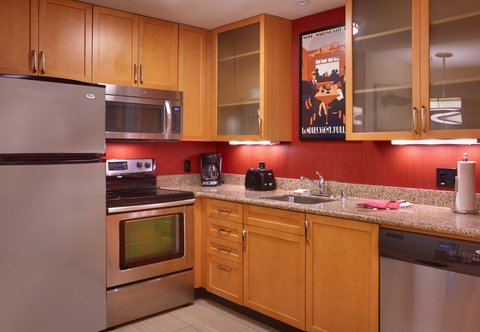 Residence Inn San Diego North/San Marcos - One-Bedroom King Suite - Kitchen