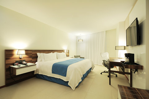 Holiday Inn Resort PUERTO VALLARTA - King bed guest rooms