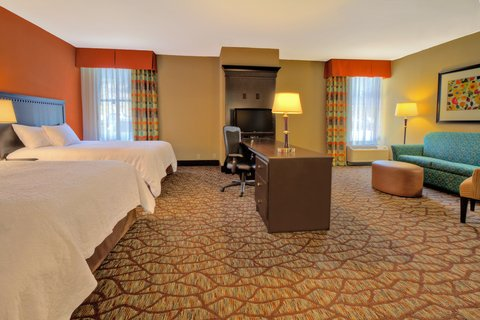 Hampton Inn Asheville-Tunnel Road - Twoo Queen Mobility accessible bedroom