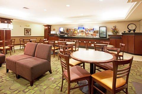 Holiday Inn Express & Suites GARDEN CITY - Breakfast Bar