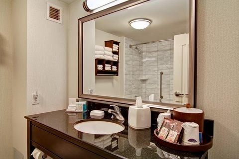 Hampton Inn by Hilton Toronto Airport Corporate Centre - Guest Bath