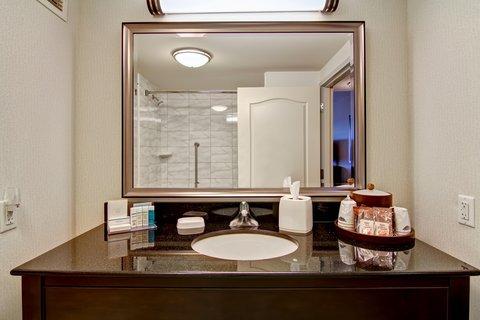 Hampton Inn by Hilton Toronto Airport Corporate Centre - Guest Bath Counter