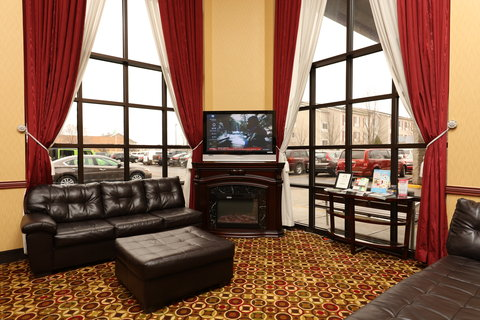 Holiday Inn Express & Suites GRAND RAPIDS AIRPORT - Lobby Lounge