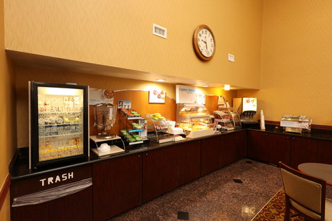 Holiday Inn Express & Suites GRAND RAPIDS AIRPORT - Breakfast Bar