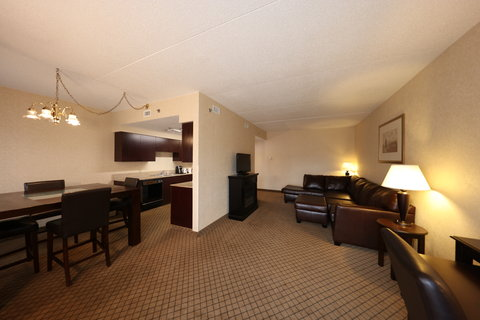 Holiday Inn Express & Suites GRAND RAPIDS AIRPORT - Executive Suite