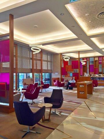 فندق كراون بلازا أبوظبي, جزيرة ياس  - Lobby Lounge