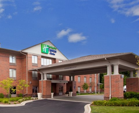 Holiday Inn Express Hotel & Suites Centerville - Hotel Exterior