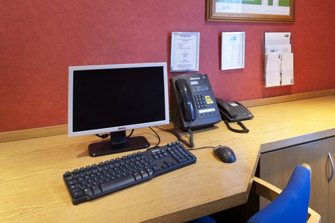 Holiday Inn Express Aberdeen City Centre - Keep in touch by making use of free internet facilities