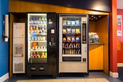 Holiday Inn Express Aberdeen City Centre - Late night snack or in a hurry  24 hour vending available