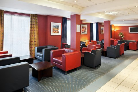 Holiday Inn Express Aberdeen City Centre - Comfortable bar and lounge with draft beers and malt whisky
