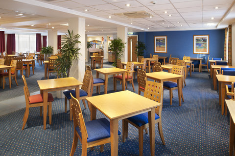 Holiday Inn Express Aberdeen City Centre - Help yourself to our inclusive breakfast buffet