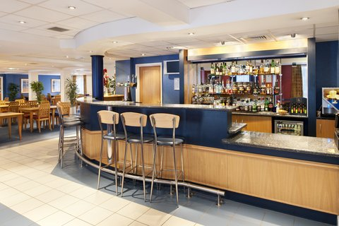 Holiday Inn Express Aberdeen City Centre - Enjoy our draft beers and a great selection of malt whisky