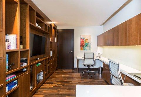 JW Marriott Houston Downtown - Presidential Suite - Office
