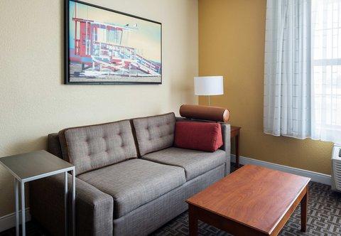 TownePlace Suites Los Angeles LAX/Manhattan Beach - Studio Suite - Living Area