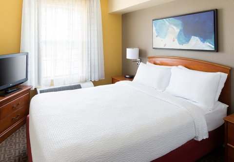 TownePlace Suites Los Angeles LAX/Manhattan Beach - One-Bedroom Suite - Queen Bedroom