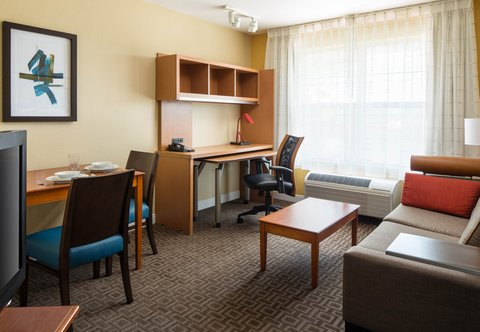 TownePlace Suites Los Angeles LAX/Manhattan Beach - One-Bedroom Suite - Living Room