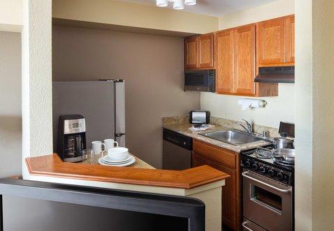 TownePlace Suites Los Angeles LAX/Manhattan Beach - Suite Kitchens