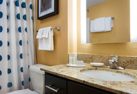 TownePlace Suites Los Angeles LAX/Manhattan Beach - Suite Bathroom