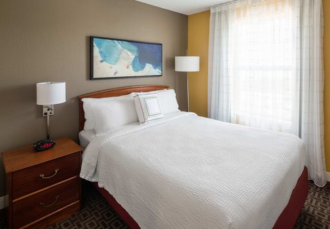 TownePlace Suites Los Angeles LAX/Manhattan Beach - Two-Bedroom Suite - Bedroom One