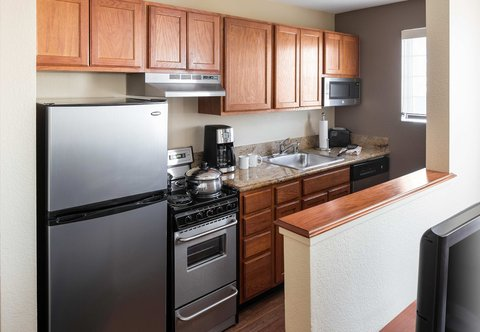TownePlace Suites Los Angeles LAX/Manhattan Beach - Two-Bedroom Suite - Kitchen