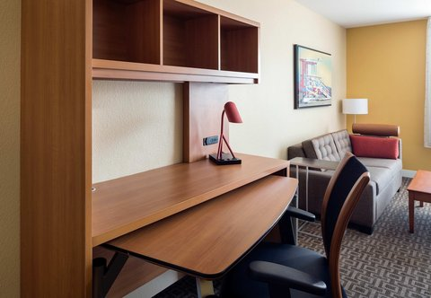 TownePlace Suites Los Angeles LAX/Manhattan Beach - Suite Desk Area