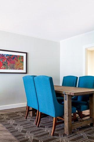 Courtyard Atlanta Vinings - Presidential Suite Dining Meeting