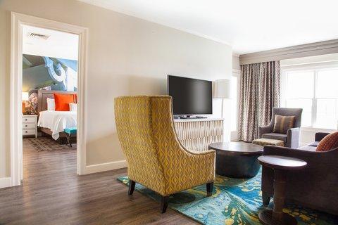 Courtyard Atlanta Vinings - Presidential Suite Living Area