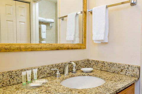Staybridge Suites BROWNSVILLE - Standard Guest Bathroom