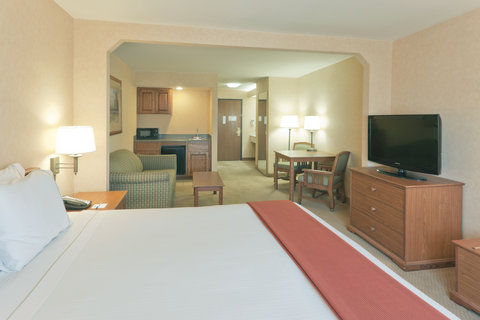 Holiday Inn Express Hotel And Suites Bishop - Deluxe Room