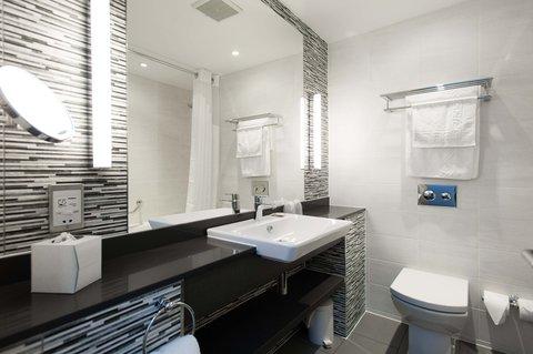 Holiday Inn Darlington North A1m - King Bed Guest Bathroom