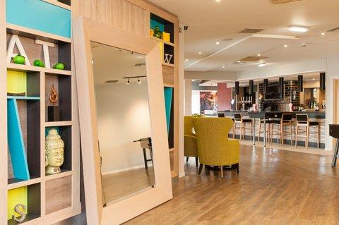 Holiday Inn Darlington North A1m - Hallway