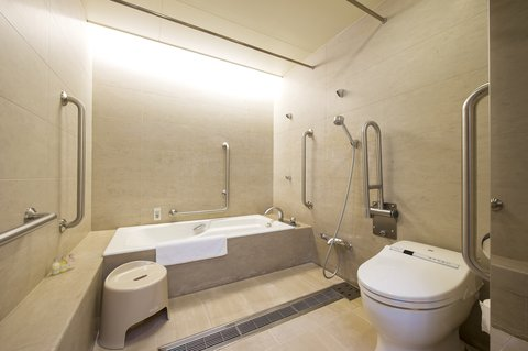 Crowne Plaza ANA HIROSHIMA - Bathroom of Club Executive Room
