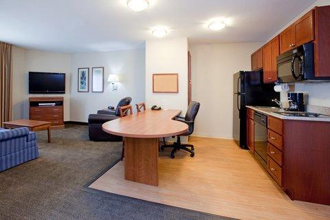 Candlewood Suites CHEYENNE - One Bedroom Suite Breakfast Work Table