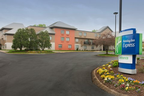 Holiday Inn Express NASHVILLE AIRPORT - Newly Renovated Holiday Inn Express Nashville Airport
