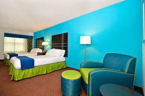 Holiday Inn Express ATLANTA NE - I-85 CLAIRMONT - Double Bed Guest Room