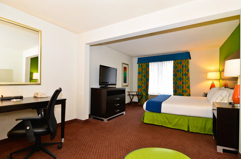 Holiday Inn Express ATLANTA NE - I-85 CLAIRMONT - King Bed Guest Room