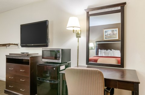 Quality Inn Colby - Guest room with queen beds