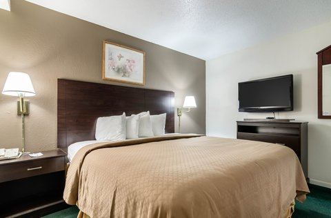 Quality Inn Colby - Guest room with king bed