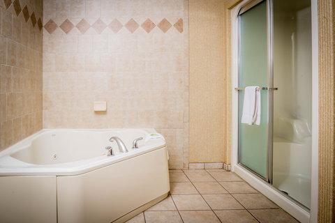 甘尼森快捷假日套房酒店 - Jacuzzi Suite with Steam Shower