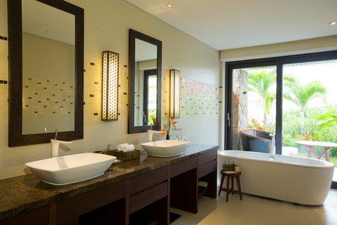 Salinda Premium Resort and Spa - Bathroom Garden View Villa at Salinda Resort